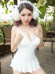 白皙美女妮小妖写真壁纸 白色内衣内裤美女图片