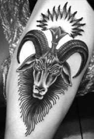 欧美小腿纹身 男生小腿上黑色的山羊纹身图片
