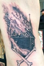 纹身侧腰男 男生侧腰上火焰和建筑物纹身图片