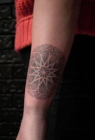 幾何和花紋身圖案  女生手臂上幾何和花紋身圖片