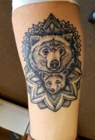 手臂纹身图片 男生手臂上梵花和熊纹身图片