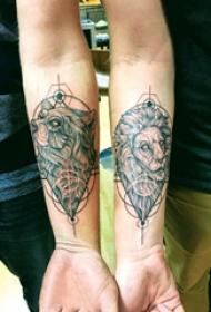 手臂纹身图片 男生手臂上熊和狮子纹身图片