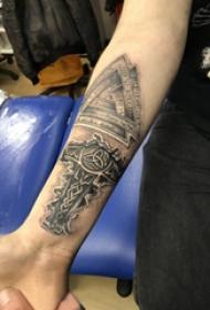 簡單十字架紋身 女生手臂上十字架紋身圖片