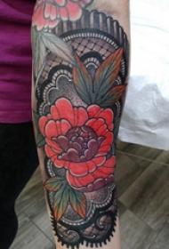 花朵紋身 女生手臂上蕾絲和花朵紋身圖片
