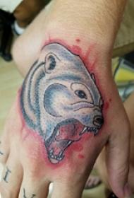 熊纹身 男生手部熊纹身图片