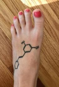 纹身几何 女生脚部几何纹身图片