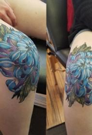 膝蓋紋身圖案 女生膝蓋上彩色的牡丹紋身圖片