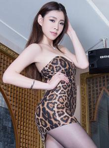 亚洲平安彩票app模特Zoey丝袜美腿诱惑高清写真