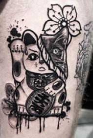 日式招财猫纹身  男生手臂上可爱的招财猫纹身图片