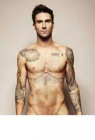 国际纹身平安彩票导航网  Adam Levine胸下黑色的老鹰纹身图片