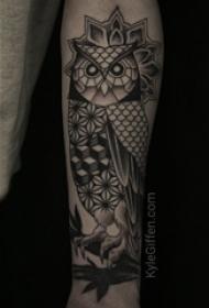 纹身猫头鹰  女生手臂上猫头鹰和几何纹身图片