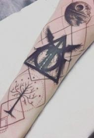 几何 纹身图案   女生手臂上几何和线条纹身图片