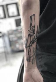 纹身黑色 男生手臂上植物和匕首纹身图片