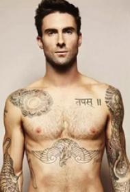 美国纹身平安彩票导航网  亚当.莱文身上黑灰色的动物纹身图片