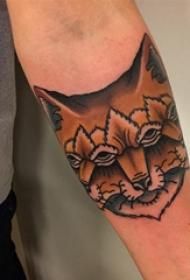 百乐动物纹身 男生手臂上奇异的狐狸纹身图片