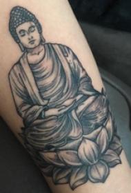 纹身佛像图  女生手臂上黑灰的佛像纹身图片