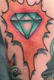 紋身鉆石  男生手臂上彩繪的鉆石紋身圖片