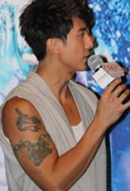 中国纹身明星 吴尊手臂上匕首和锁链纹身图片