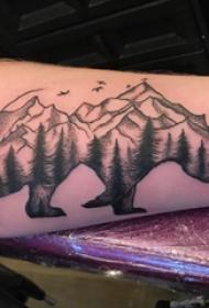 手臂纹身素材 男生手臂上山脉和熊纹身图片