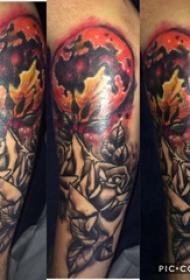 玫瑰纹身图  女生大臂上玫瑰和太阳纹身图片
