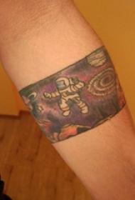 宇航员纹身图案 男生手臂上彩色的宇航员臂环纹身图片