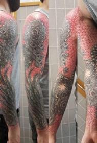 几何花臂纹身图案  男生手臂上彩绘几何花臂纹身图片