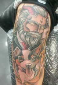 狗的纹身图案  男生手臂上人物和狗纹身图片