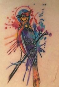 大腿纹身传统 女生大腿上植物和鸟纹身图片