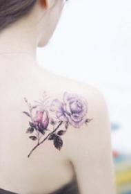 纹身后背图案女   清新秀丽的后背纹身图案