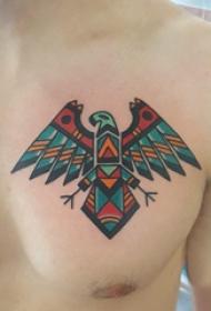纹身胸部男 男生胸部彩色的几何老鹰纹身图片