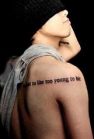 权志龙的纹身  平安彩票导航网后背上黑色的英文短句纹身图片