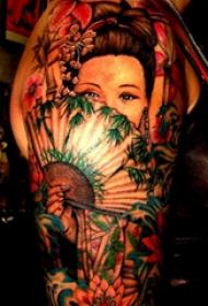 雙大臂紋身 男生大臂上遮面的藝妓紋身圖片