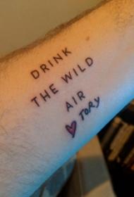 极简线条纹身 男生手臂上心形和英文纹身图片