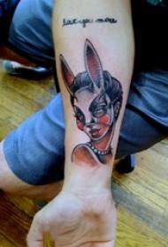 纹身小臂  男生小臂上兔子面具和人物纹身图片