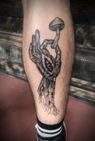 欧美小腿纹身 男生小腿上手部和蘑菇纹身图片