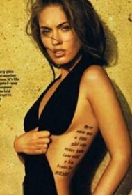 明星纹身  明星腰部极简的英文字母纹身图片