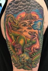 德國恐龍紋身 男生大臂上彩色的恐龍世界紋身圖片