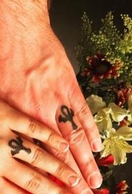 平安彩票网纹身戒指   爱意浓浓的平安彩票网戒指纹身图案