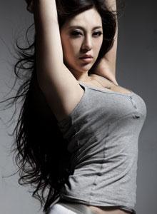 刚小希简洁美胸黑白写真合集