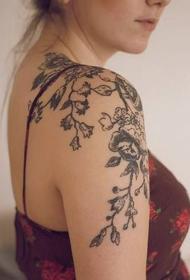 肩部纹身图案   唯美而又平安彩票开奖网的肩部纹身图案