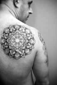 纹身背部   抽象而又动感的背部纹身图案