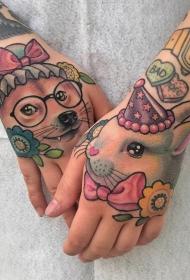 手背上紋身圖案    手背上素描紋身黑白灰風格和彩繪紋身風格的動物紋身及花紋身圖案