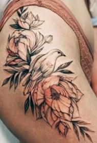 性感的花纹身-美丽花朵衬托出的女性之美纹身图