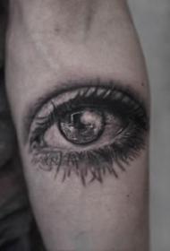 5张黑灰眼睛纹身作品欣赏