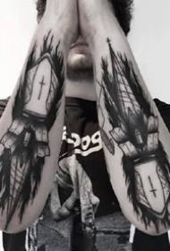 一组适合男性的暗黑风格纹身作品图案