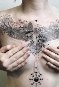 花胸纹身图案-9张好看的花胸纹身图片