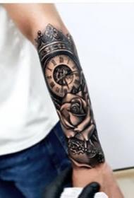 黑臂时钟纹身--一组男士小手臂上的黑臂时钟指南针纹身图案