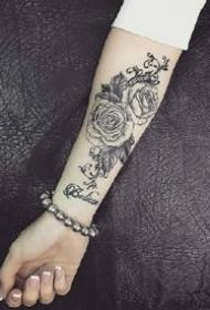 适合小臂上好看的黑灰纹身图案欣赏
