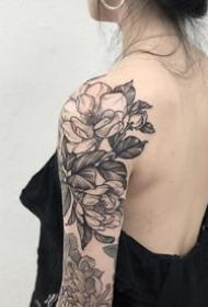 肩花纹身--一组适合肩部的黑灰肩花纹身图案欣赏