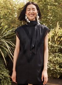 超模刘雯穿黑色风格尽显气质